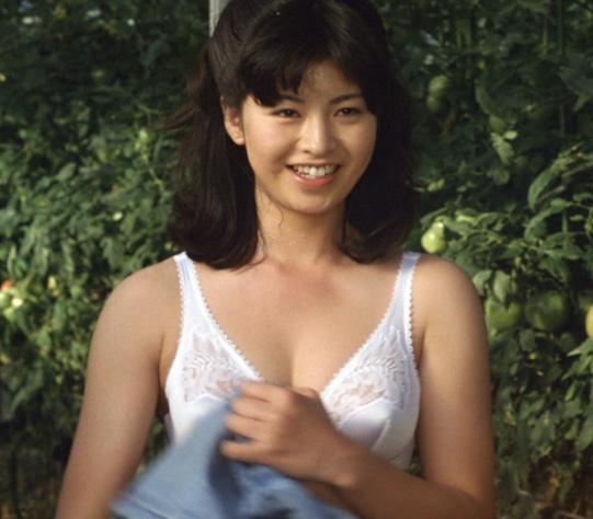 石田えり 昔の写真も可愛いい